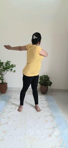 katichakrasana benefits in hindi