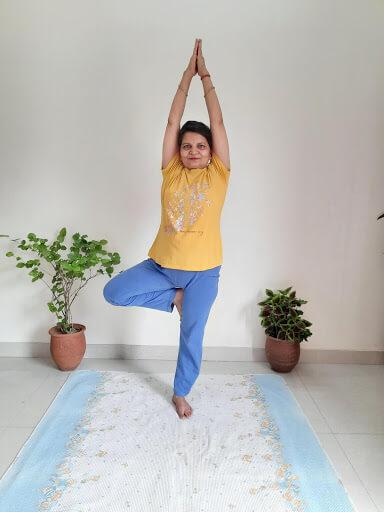 vrikshasana benefits in hindi